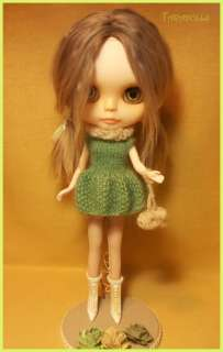 Lily is my # 2 custom blythe doll. She was a Cassiopeia Spice, RBL. )