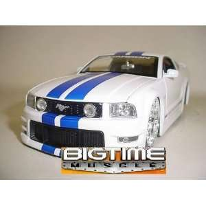 Jada Dub City Big Time Muscle White 2005 Ford Mustang GT