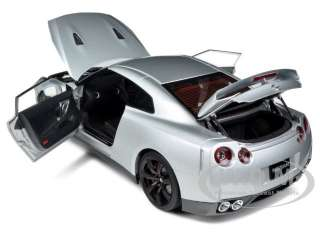 NISSAN GT R R35 ULTIMATE METAL SILVER 1/18 DIECAST CAR MODEL BY