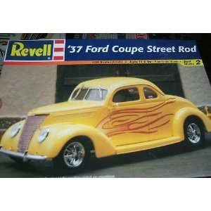 REVELL 1937 FORD COUPE YELLOW STREET ROD 1/24 Toys & Games