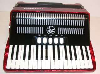 Hohner Bravo III Piano Accordion, 34x72, Case, BR72R