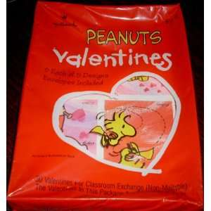 Hallmark Peanuts Gang & Snoopy Box of 30 Valentine Cards Toys & Games