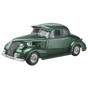 Monogram 1/24 1939 Chevy Coupe Street Rod Car Model Kit Toys & Games